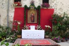 Oltar pred Reharjevo hišo